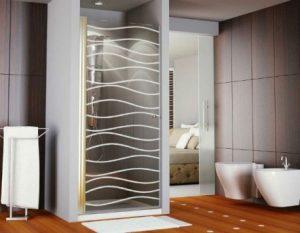 Parois de douche avec des portes pivotantes